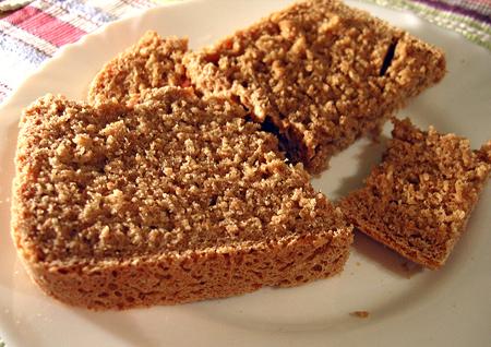 Alakor kenyér tányéron